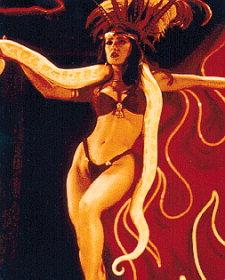 Salma hayek danse avec un serpent photos fonds d'écran wallpapers Salma Hayek